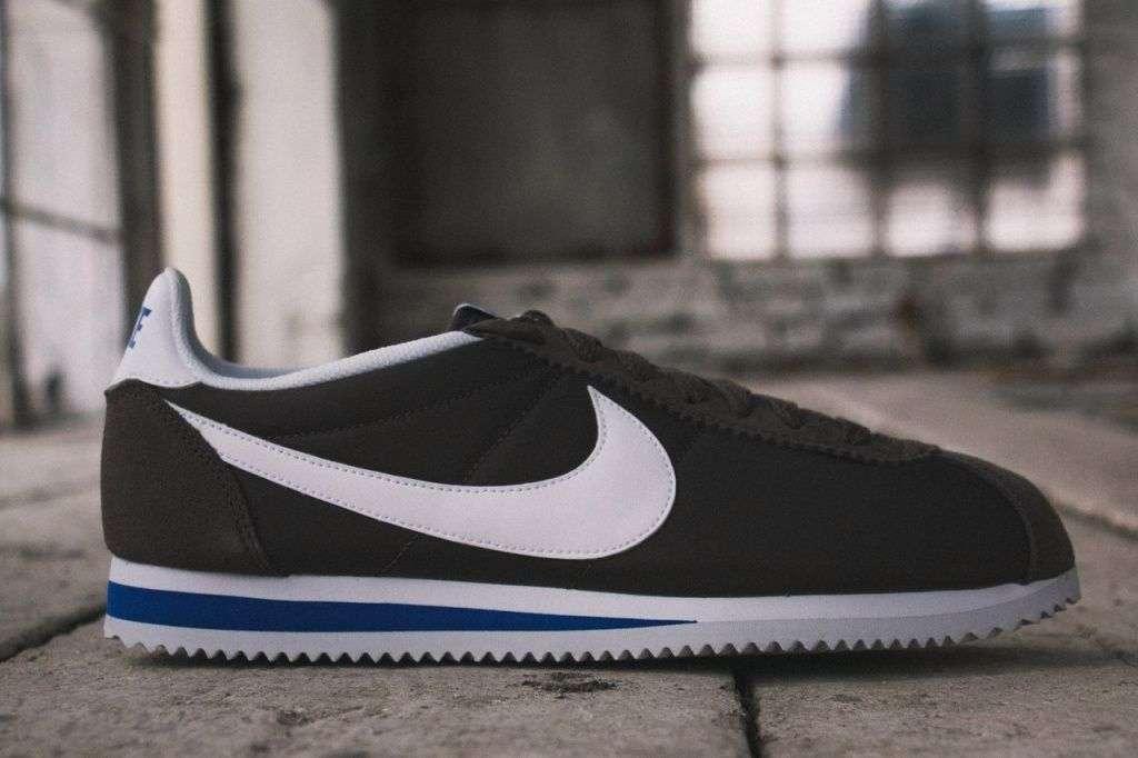 709e5bd2 Cortez в своё время и положили начало компании Nike. В 1970-е Билл Бауэрман  занимался продажей спортивной обуви в штатах. Он и его компания Blue Ribbon  ...